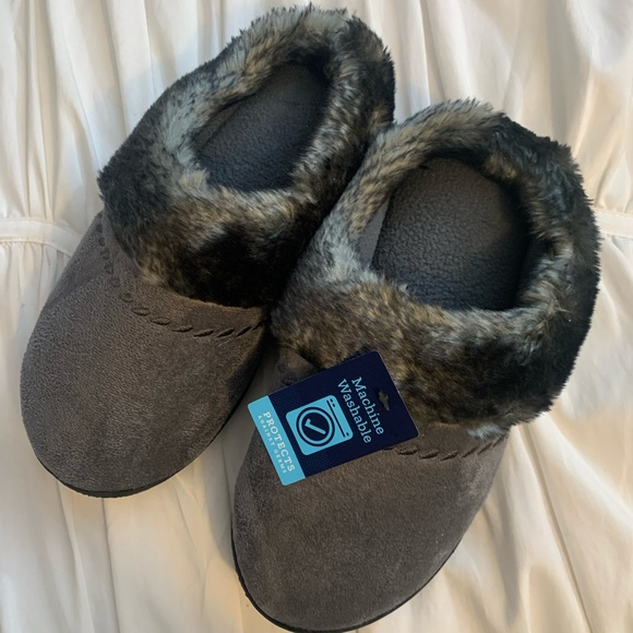 NWT Isotoners Gray slip on slippers